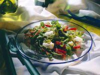 Nudelsalat mit Paprika und Mozzarella