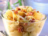 Nudelsalat mit Speck, Tomaten und Sellerie Rezept