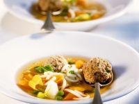 Nudelsuppe mit Gemüse und Fleischbällchen Rezept