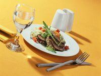 Nussbrot mit Rinderfilet und Linsensalat Rezept
