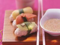 Obst-Sushi mit Honigdip Rezept