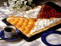 Obstkuchen vom Blech mit Schlagsahne Rezept