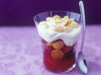 Obstsalat mit Sahne und Mandeln Rezept
