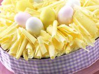 Österliche Torte mit weißer Schokolade