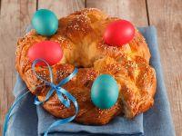 Österlicher Hefekranz mit Eiern Rezept