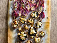 Ofengebackene Pilze und Zwiebeln mit Käse Rezept