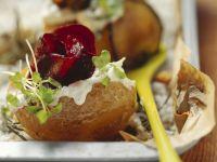 Ofenkartoffel mit Schmand, Gemüse und frischen Kräutern Rezept