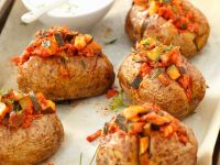 Ofenkartoffeln mit Gemüse-Fleischragout Rezept