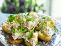 Ofenkartoffeln mit Lachscreme und Rucola Rezept