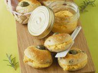 Olivenbrötchen mit Möhrencreme Rezept