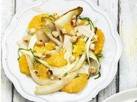 Orangen-Chicoree-Salat mit Nüssen Rezept