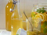 Orangenlikör mit Melisse Rezept