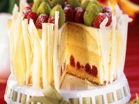 Oster-Sekt-Torte mit Buttercremefüllung und Himbeeren Rezept