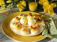 Osterplatte mit gefüllten Eihälften