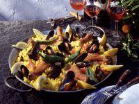Paella mit Muscheln und Geflügel Rezept