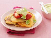 Pancakes mit Beeren und Kräutermousse Rezept