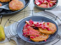 Pancakes mit Granatapfel-Birnen-Kompott