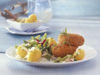 Panierte Kalbsbuletten mit Bohnensalat und Pellkartoffeln