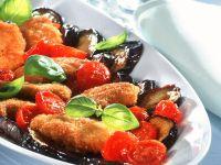 Panierte Schnitzelchen mit Auberginen und Tomaten Rezept