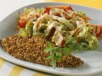 Panierte Sesamscholle mit Salat Rezept