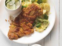 Paniertes Kalbsschnitzel mit Kartoffel-Feldsalat Rezept