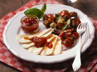 Panzanella mit Erdbeer-Basilium-Marmelade und Käse Rezept