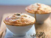 Paprika-Mozzarella-Gratin mit Filoteighaube Rezept