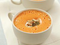 Paprikacremesuppe mit Schmand und Pesto Rezept