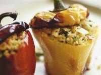 Paprikaschoten mit Couscous-Füllung Rezept