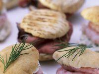 Partybrötchen mit Roastbeef und Garnelen Rezept