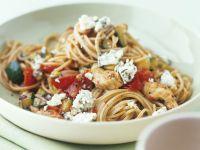 Pasta mit Blauschimmelkäse, Hähnchen und Gemüse Rezept