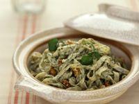 Pasta mit Brunnenkresse und Walnüssen Rezept