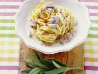 Pasta mit Champignon-Speck-Soße