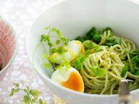 Pasta mit Erbsenpesto und Ei Rezept