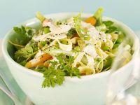 Pasta mit Frühlingsgemüsesoße und Kräutern Rezept