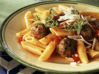 Pasta mit Hackbällchen und Tomatensoße Rezept