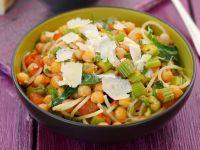 Pasta mit Kichererbsen, Staudensellerie und Parmesan Rezept