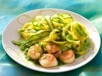 Pasta mit Muscheln, Pesto und Spargel Rezept
