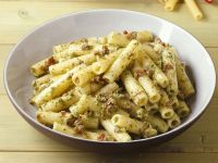 Pasta mit Nuss-Tomaten-Pesto Rezept