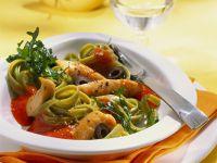 Pasta mit Paprikasoße und Hähnchenfilet Rezept