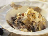 Pasta mit Sahnesoße und gehobelten Trüffeln Rezept