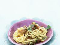 Pasta mit Sardellen und Rosinen Rezept