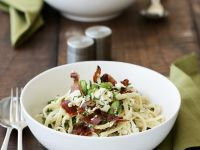 Pasta mit Saubohnen, Speck und Minze Rezept