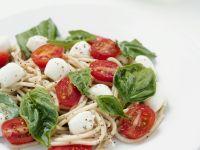 Pasta mit Tomate und Mozzarella