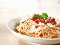 Pasta mit Tomatensoße und Parmesan Rezept