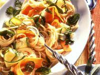 Pasta mit Zucchini, Möhren und Kräutern Rezept