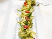 Pastanester mit Spargel und Tomaten Rezept