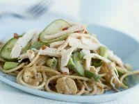 Pastasalat mit Hühnchen, Pilzen und Gemüse Rezept