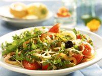 Pastasalat mit Rucola und Gemüse Rezept