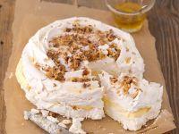 Pavlova mit Vanillecreme und Nüssen Rezept
